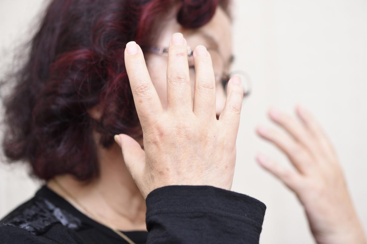 Sayoko Nobuta, speaking with large gestures